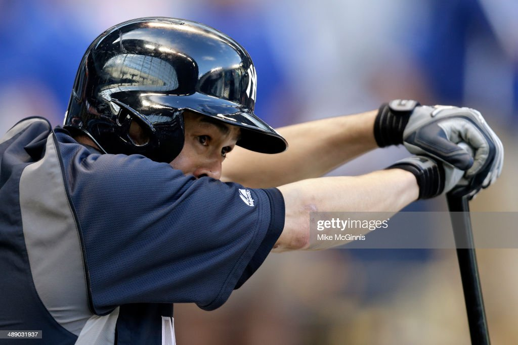<a gi-track='captionPersonalityLinkClicked' href=/galleries/search?phrase=Ichiro+Suzuki&family=editorial&specificpeople=201556 ng-click='$event.stopPropagation()'>Ichiro Suzuki</a> #31 of the New York Yankees takes batting practice before an interleague game against the Milwaukee Brewers at Miller Park on May 09, 2014 in Milwaukee, Wisconsin.