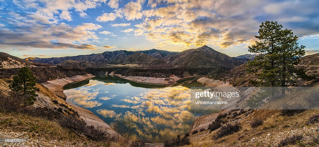 USA, Idaho, Ada, Boise, Lucky Peak, Lucky Peak Reservoir, Heart Shaped lake