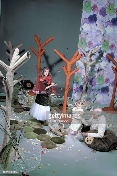 Ideas For Christmas Gifts For The Whole With Family Le conte de fées de Noël Illustration 'Les années passèrent trois enfants naquirent Heureux ils...