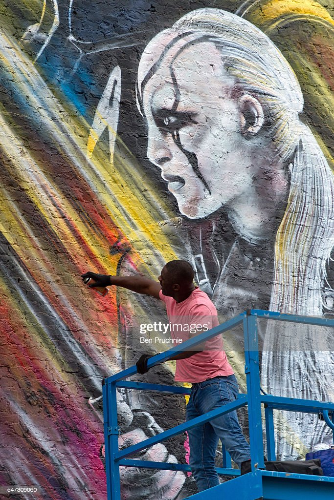 Idris Elba Visits A Street Art Mural Promoting Star Trek Beyond In East  London On July Part 30