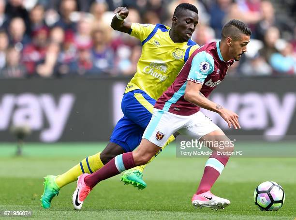 Idrissa Gueye of Everton and Manuel Lanzini of West Ham challenge for the ball during the Premier League match between West Ham United and Everton at...