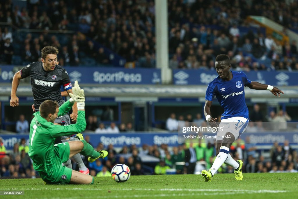 Idrissa Gueye of Everton scores a goal to make it 2-0 during the UEFA Europa League Qualifying Play-Offs round first leg match between Everton FC and Hajduk Split at Goodison Park on August 17, 2017 in Liverpool, United Kingdom.