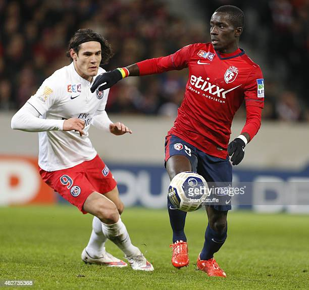 Idrissa Gueye of Lille and Edinson Cavani of PSG in action during the French League Cup match between Lille OSC and Paris SaintGermain at Grand Stade...