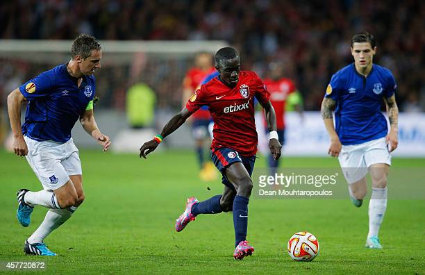 Idrissa Gueye of Lille goes between Phil Jagielka and Muhamed Besic of Everton during the UEFA Europa League Group H match between LOSC Lille and...