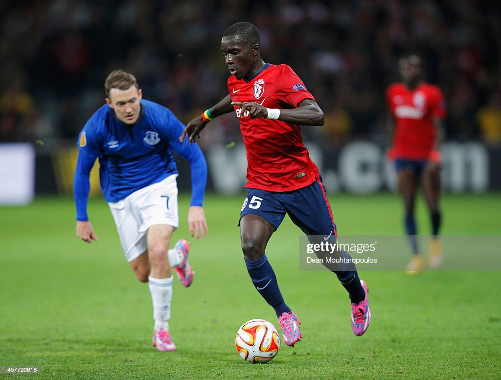 <a gi-track='captionPersonalityLinkClicked' href=/galleries/search?phrase=Idrissa+Gueye&family=editorial&specificpeople=7312174 ng-click='$event.stopPropagation()'>Idrissa Gueye</a> of Lille is chased by Aidan McGeady of Everton during the UEFA Europa League Group H match between LOSC Lille and Everton at Grand Stade Lille Metropole on October 23, 2014 in Lille, France.