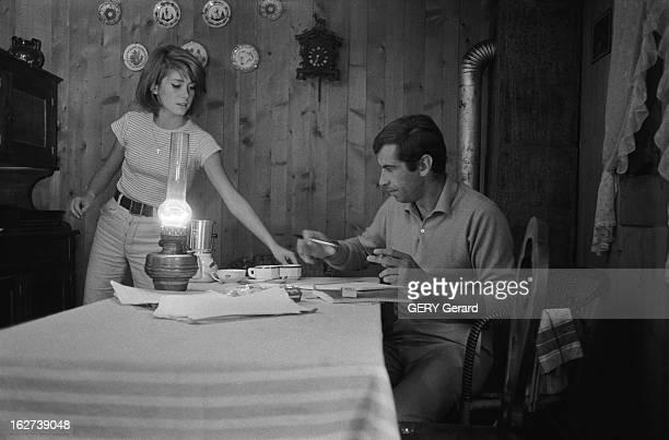 Idylle Between Roger Vadim And Catherine Deneuve Catherine DENEUVE 17 ans et demi et son compagnon Roger VADIM dans un petit chalet de montagne à...