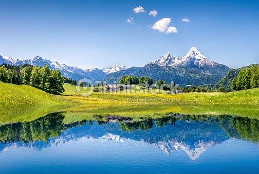 Idyllische Sommer Landschaft mit See in den Alpen Berge : Stock-Foto