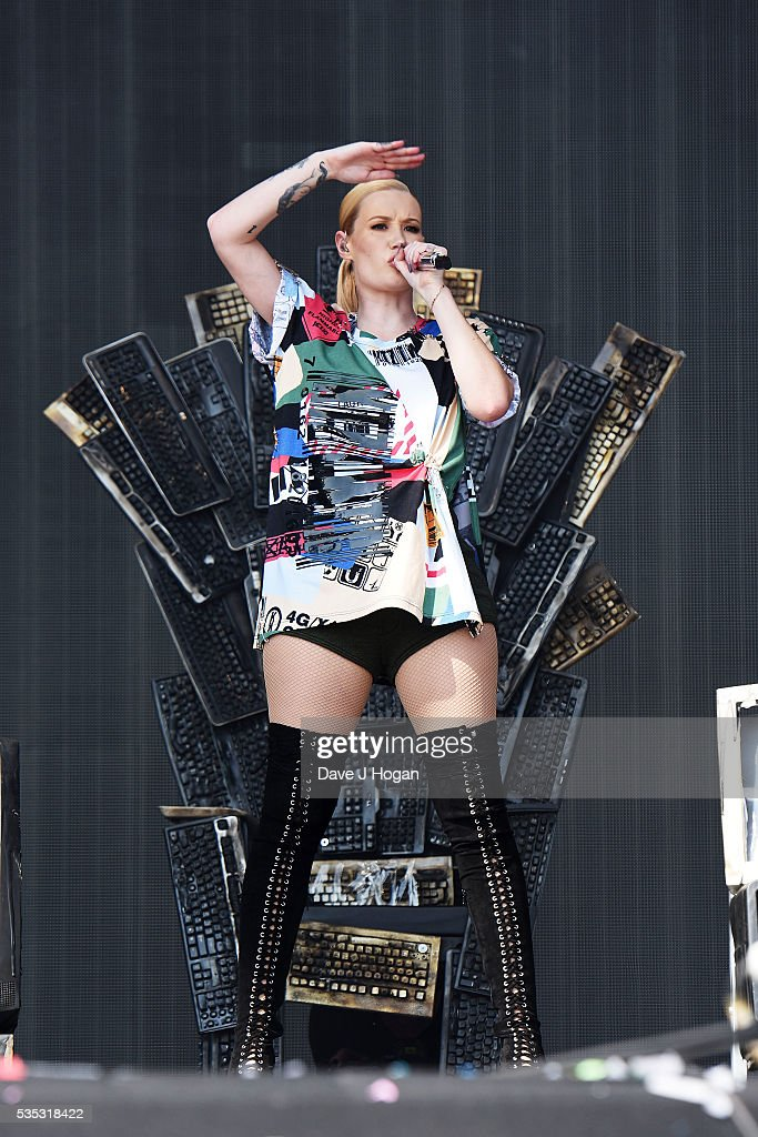<a gi-track='captionPersonalityLinkClicked' href=/galleries/search?phrase=Iggy+Azalea&family=editorial&specificpeople=8558263 ng-click='$event.stopPropagation()'>Iggy Azalea</a> performs during day 2 of BBC Radio 1's Big Weekend at Powderham Castle on May 29, 2016 in Exeter, England.