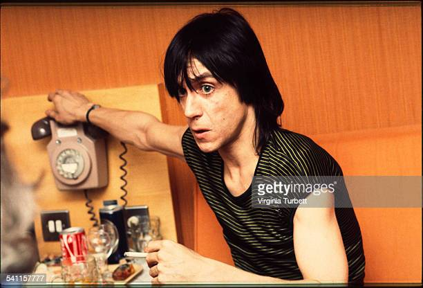 Iggy Pop portrait back stage in Aylesbury 2 February 1980