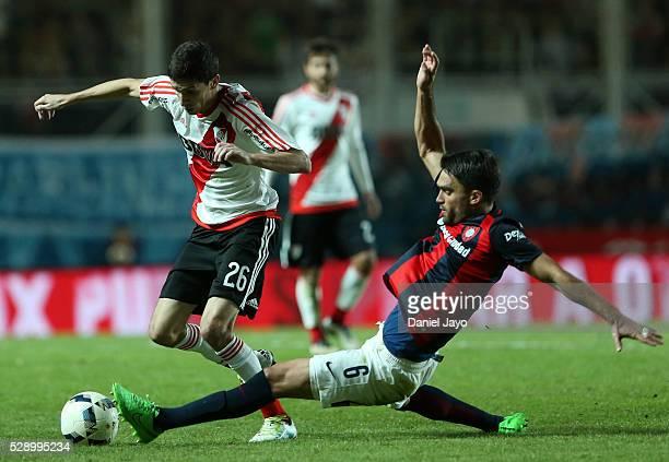 Ignacio Fernandez of River Plate dribbles past Matias Caruzzo of San Lorenzo during a match between San Lorenzo and River Plate as part of round 14...