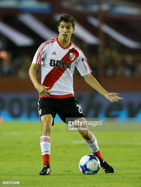 Ignacio Fernandez of River Plate drives the ball during a match between Lanus and River Plate as part of Torneo Primera Division 2016/17 at Ciudad de...
