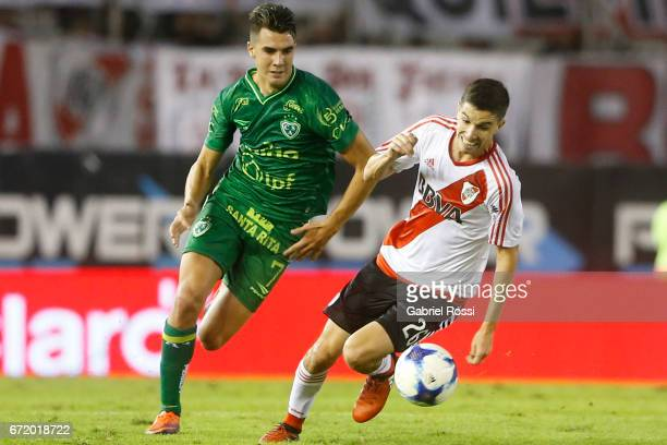 Ignacio Fernandez of River Plate fights for the ball with Gonazlo Di Renzo of Sarmiento during a match between River Plate and Sarmiento as part of...
