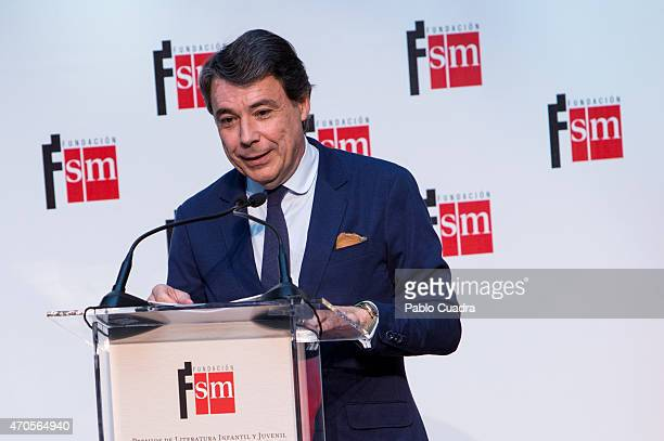 Ignacio Gonzalez speaks during the 'Barco de Vapor' and 'Gran Angular' awards ceremony on April 21 2015 in Madrid Spain