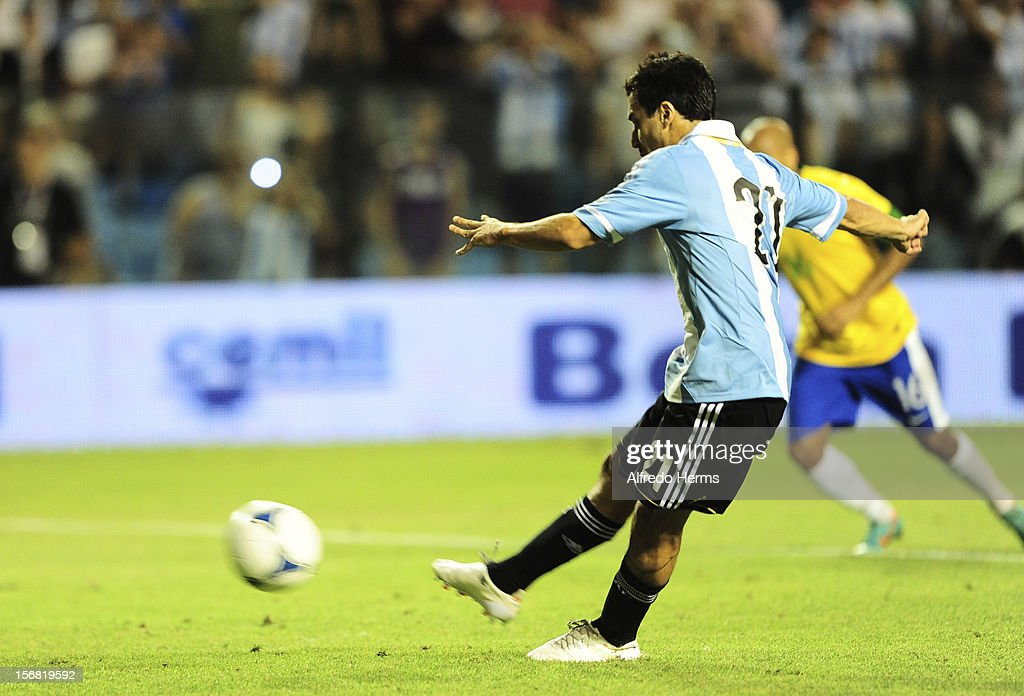 Ignacio Scocco of Argentina scores their goal during the second leg of the Superclasico de Las AmŽricas (Doctor Nicolas Leoz Cup) between Argentina and Brazil at Bombonera Stadium on November 21, 2012 in Buenos Aires, Argentina.
