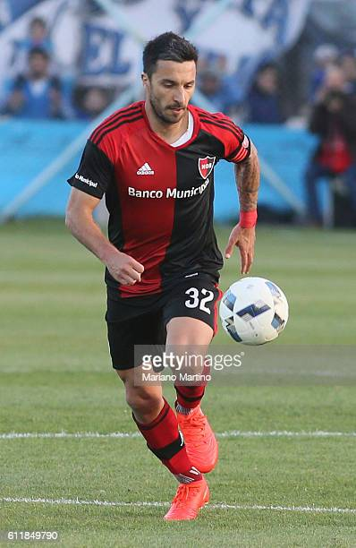 Ignacio Scocco of Newell's Old Boys drives the ball during a match between Temperley and Newell's Old Boys as part of fifth round of Campeonato de...