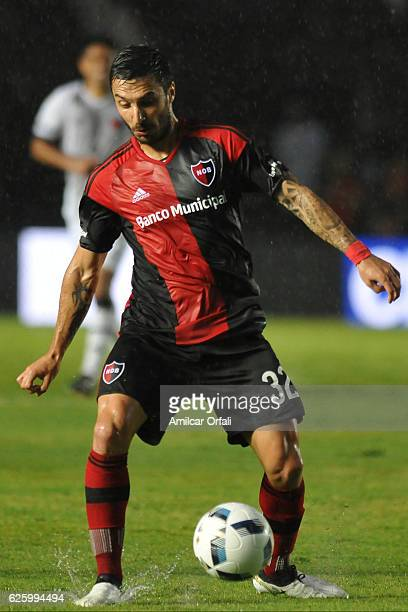 Ignacio Scocco of Newell´s Old Boys drives the ball during a match between Colon and Newell's Old Boys as part of Torneo Primera Division 2016/17 at...