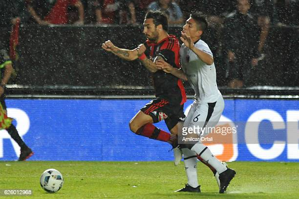 Ignacio Scocco of Newell´s Old Boys fights for the ball with Emanuel Olivera of Colon during a match between Colon and Newell's Old Boys as part of...