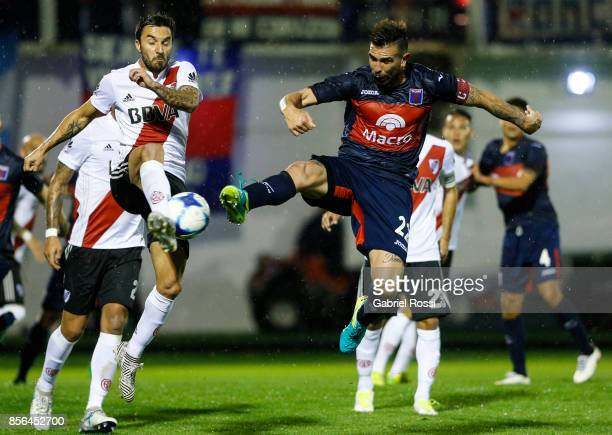 Ignacio Scocco of River Plate fights for the ball with Denis Stracqualursi of Tigre during a match between Tigre and River Plate as part of Superliga...