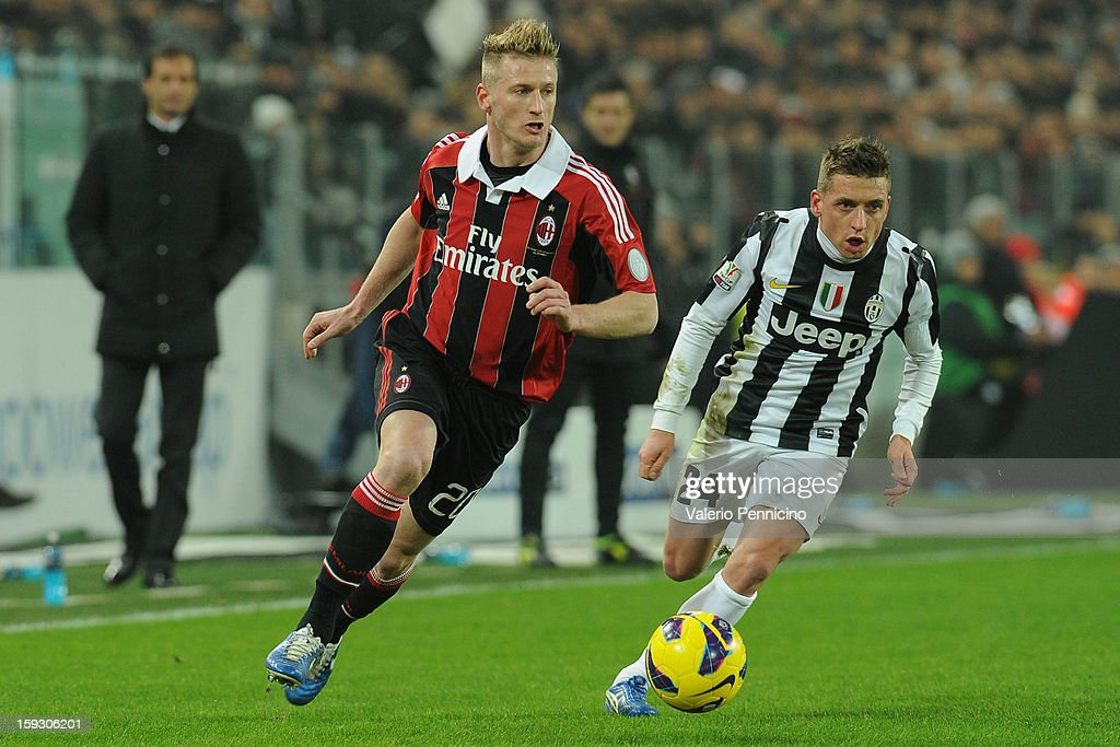 Ignazio Abate (L) of AC Milan in action against Emanuele Giaccherini of Juventus FC during the TIM cup match between Juventus FC and AC Milan at Juventus Arena on January 9, 2013 in Turin, Italy.