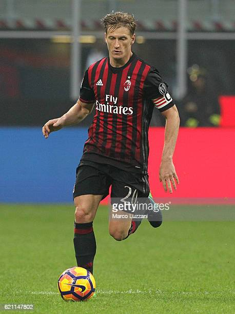 Ignazio Abate of AC Milan in action during the Serie A match between AC Milan and Pescara Calcio at Stadio Giuseppe Meazza on October 30 2016 in...