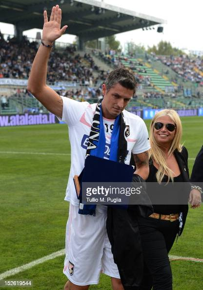 Igor Budan of Palermo acknowledges supporter of Atalanta as they show their appreciation before the Serie A match between Atalanta BC and US Citta di...