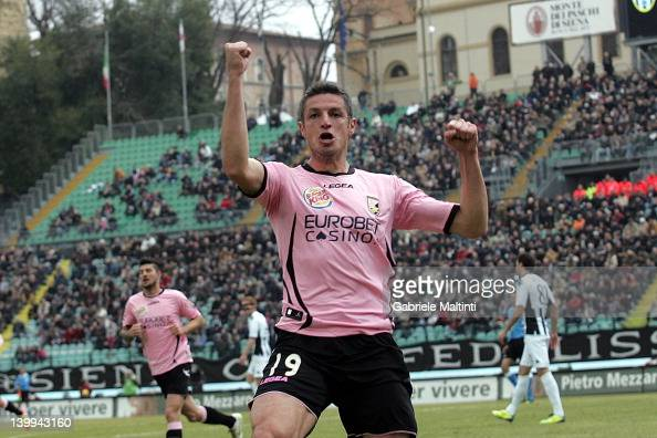 Igor Budan of US Citta di Palermo celebrates after scoring a goal during the Serie A match between AC Siena and US Citta di Palermo at Artemio...