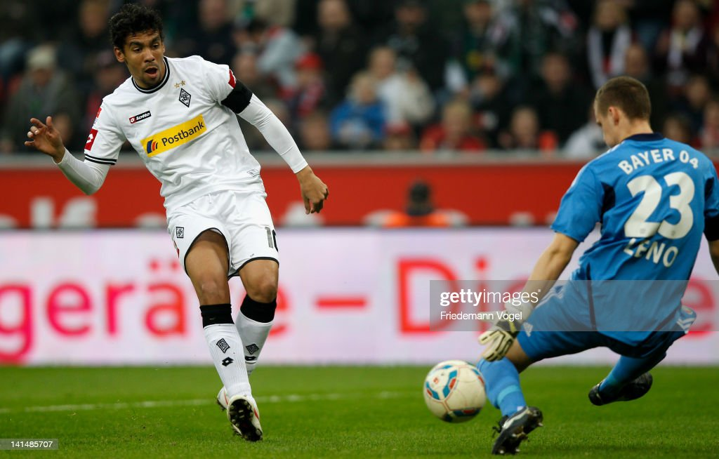 <a gi-track='captionPersonalityLinkClicked' href=/galleries/search?phrase=Igor+de+Camargo&family=editorial&specificpeople=2514599 ng-click='$event.stopPropagation()'>Igor de Camargo</a> of Moenchengladbach and <a gi-track='captionPersonalityLinkClicked' href=/galleries/search?phrase=Bernd+Leno&family=editorial&specificpeople=5528639 ng-click='$event.stopPropagation()'>Bernd Leno</a> of Leverkusen battle for the ball during the Bundesliga match between Bayer 04 Leverkusen and Borussia Moenchengladbach at BayArena on March 17, 2012 in Leverkusen, Germany.