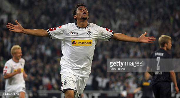 Igor de Camargo of Moenchengladbach celebrates after scoring his teams winning goal during the Bundesliga play off first leg match between Borussia...