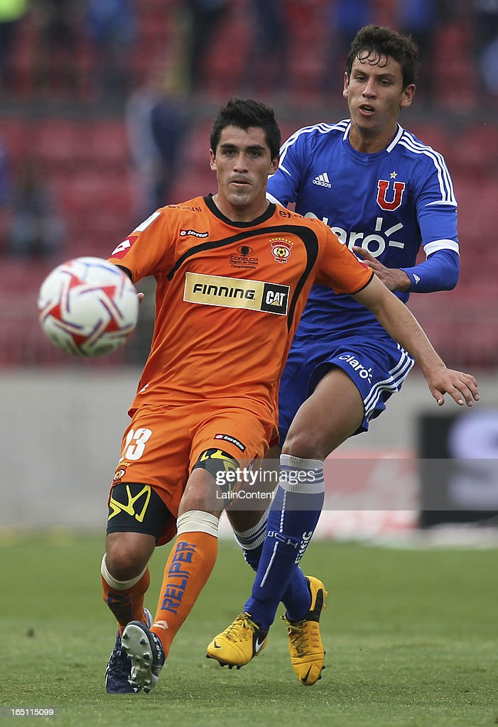 Igor Lichnovsky of Universidad de Chile, struggles for the ball with <a gi-track='captionPersonalityLinkClicked' href=/galleries/search?phrase=Francisco+Pizarro&family=editorial&specificpeople=233932 ng-click='$event.stopPropagation()'>Francisco Pizarro</a> of Cobreloa during a match between Universidad de Chile and Cobreloa as part of the Torneo Transicion 2013 at Estadio Nacional on March 30, 2013 in Santiago, Chile.