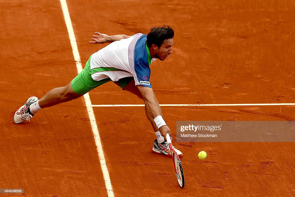 <a gi-track='captionPersonalityLinkClicked' href=/galleries/search?phrase=Igor+Sijsling&family=editorial&specificpeople=878881 ng-click='$event.stopPropagation()'>Igor Sijsling</a> of Netherlands returns a shot during his men's singles match against David Ferrer of Spain on day three of the French Open at Roland Garros on May 27, 2014 in Paris, France.