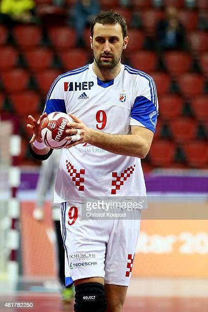 Igor Vori of Croatia passes the ball during the IHF Men's Handball World Championship group B match between Croatia and Iran at Duhail Handball...