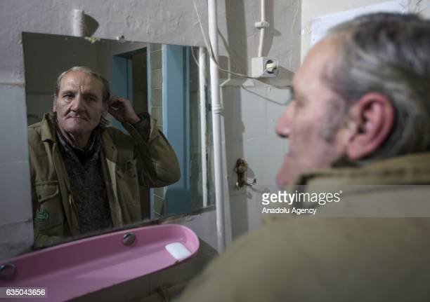 Ihsan Adnan Ercan 60yearold Turkish man combs his hair at the 'Yeni Sukran Hotel' that has been welcoming its guests for 112 years in Izmir Turkey on...