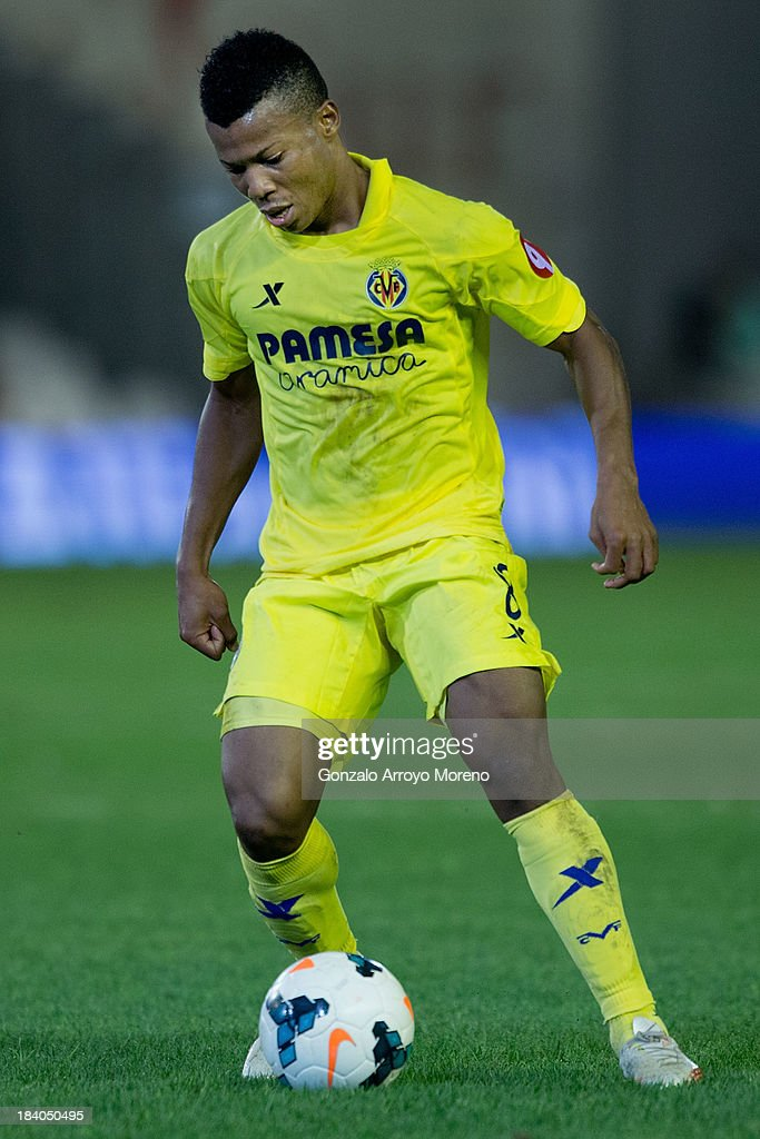 <a gi-track='captionPersonalityLinkClicked' href=/galleries/search?phrase=Ikechukwu+Uche&family=editorial&specificpeople=4852786 ng-click='$event.stopPropagation()'>Ikechukwu Uche</a> of Villarreal CF controls the ball during the La Liga match between Real Betis Balompie and Villarreal CF at Estadio Benito Villamarin on September 29, 2013 in Seville, Spain.