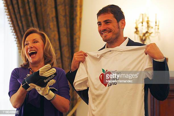 Iker Casillas goalkeeper of Spain and Real Madrid gives his gloves to first lady of Chile Cecilia Morel on June 14 2011 at la Moneda presidential...