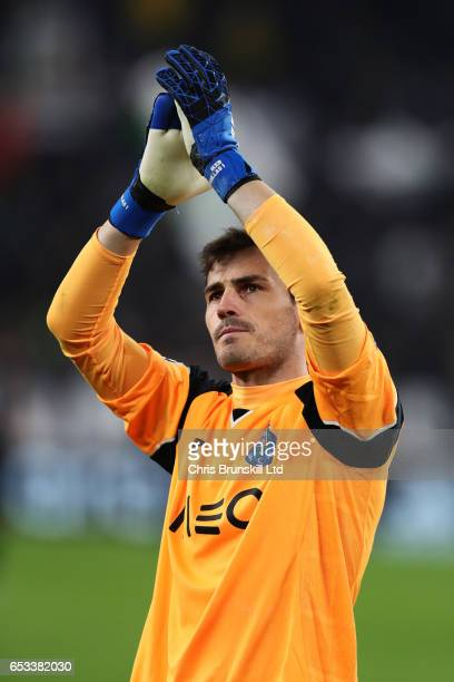 Iker Casillas of FC Porto appaluds at the end of the UEFA Champions League Round of 16 second leg match between Juventus and FC Porto at Juventus...