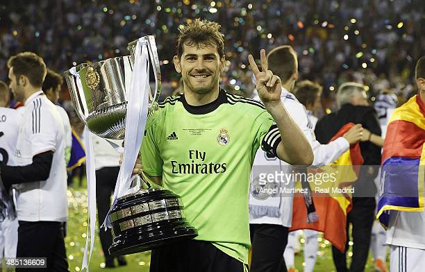 Iker Casillas of Real Madrid celebrates with the trophy after the Copa del Rey Final between Real Madrid and Barcelona at Estadio Mestalla on April...