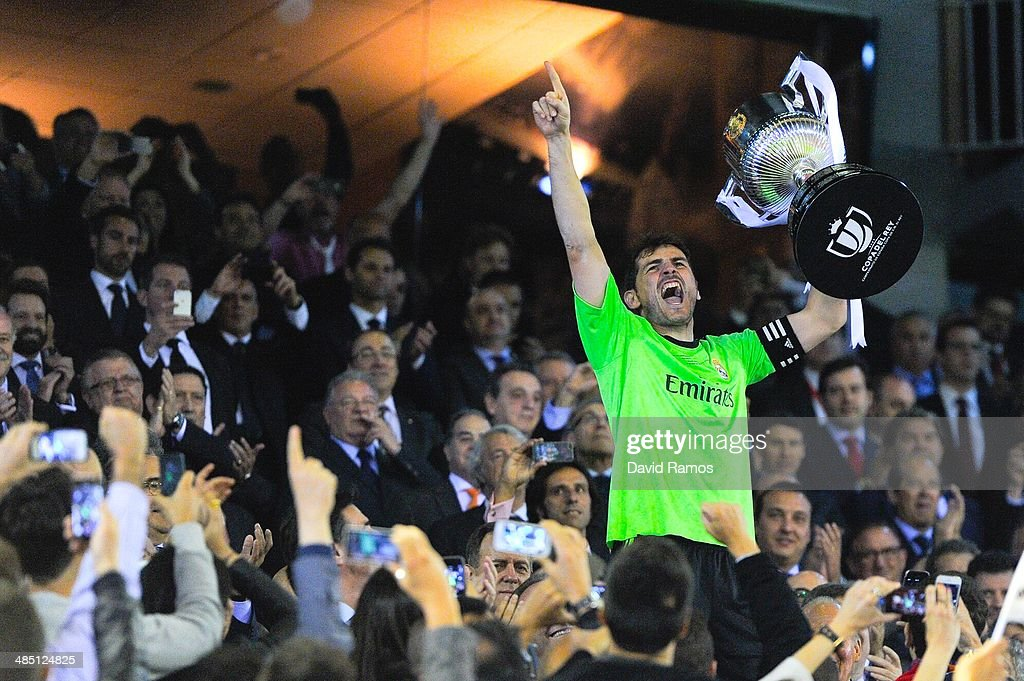 <a gi-track='captionPersonalityLinkClicked' href=/galleries/search?phrase=Iker+Casillas&family=editorial&specificpeople=215446 ng-click='$event.stopPropagation()'>Iker Casillas</a> of Real Madrid CF celebrates with the trophy after winning the Copa del Rey Final between Real Madrid and FC Barcelona at Estadio Mestalla on April 16, 2014 in Valencia, Spain.