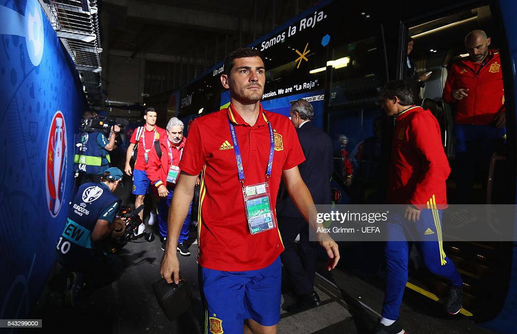 <a gi-track='captionPersonalityLinkClicked' href=/galleries/search?phrase=Iker+Casillas&family=editorial&specificpeople=215446 ng-click='$event.stopPropagation()'>Iker Casillas</a> of Spain is seen on arrival at the stadium prior to the UEFA EURO 2016 round of 16 match between Italy and Spain at Stade de France on June 27, 2016 in Paris, France.