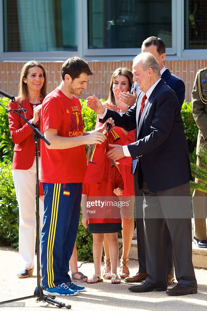 Iker Casillas of Spain presents King Juan Carlos I of Spain (R) qith a replica shirt as the King receives members of Spain's victorious UEFA EURO 2012 football squad at Zarzuela Palace on July 2, 2012 in Madrid, Spain.
