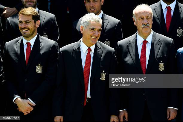 Iker Casillas of Spain Spain Football Federation President Angel Maria Villa and Head coach Vicente Del Bosque of Spain share a joke after a training...