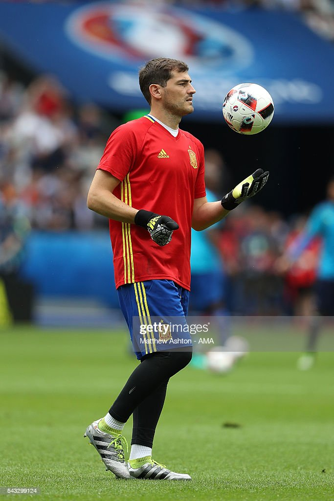 <a gi-track='captionPersonalityLinkClicked' href=/galleries/search?phrase=Iker+Casillas&family=editorial&specificpeople=215446 ng-click='$event.stopPropagation()'>Iker Casillas</a> of Spain warms up prior to the UEFA Euro 2016 Round of 16 match between Italy and Spain at Stade de France on June 27, 2016 in Paris, France.