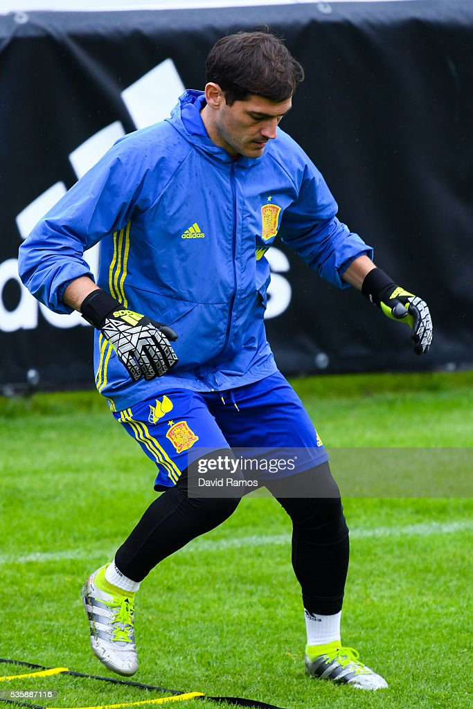 <a gi-track='captionPersonalityLinkClicked' href=/galleries/search?phrase=Iker+Casillas&family=editorial&specificpeople=215446 ng-click='$event.stopPropagation()'>Iker Casillas</a> of Spain works out during a training session on May 30, 2016 in Schruns, Austria.