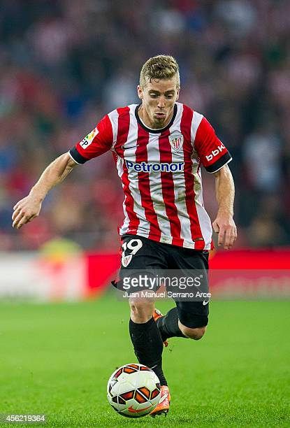 Iker Muniain of Athletic Club Bilbao controls the ball during the La Liga match between Athletic Club and SD Eibar at San Mames Stadium on September...