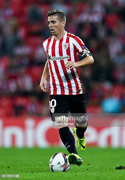 Iker Muniain of Athletic Club runs with the ball during the UEFA Europa League Group F match between Athletic Club and SK Rapid Wien at San Mames...