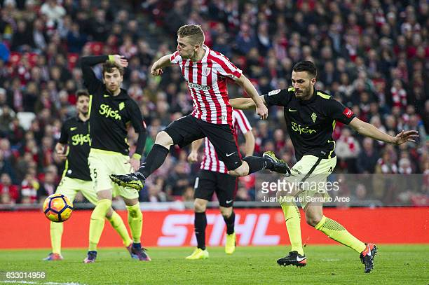 Iker Muniain of Athletic Club scores the opening goal during the La Liga match between Athletic Club Bilbao and Real Sporting de Gijon at San Mames...