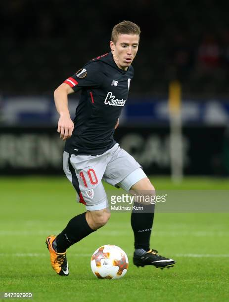 Iker Muniain of Bilbao runs with the ball during the UEFA Europa League group J match between Hertha BSC and Athletic Bilbao at Olympiastadion on...