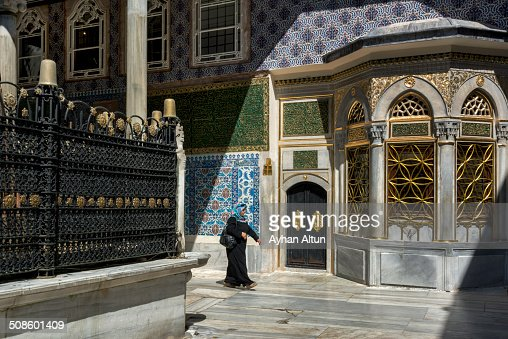 ile covered tomb of Eyup Ensari in Istanbul : Foto de stock