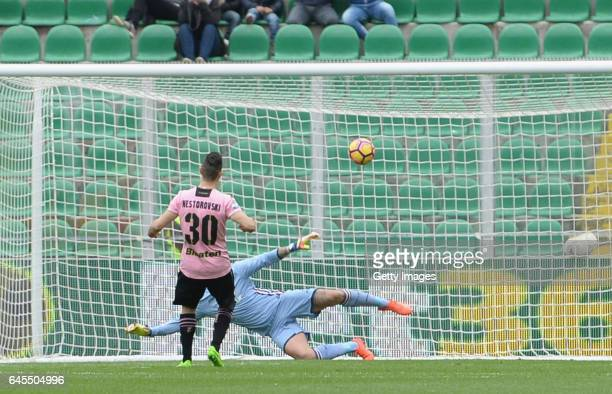 Ilija Nestorovsky of Palermo scores his tema's opening goal from a penalty during the Serie A match between US Citta di Palermo and UC Sampdoria at...