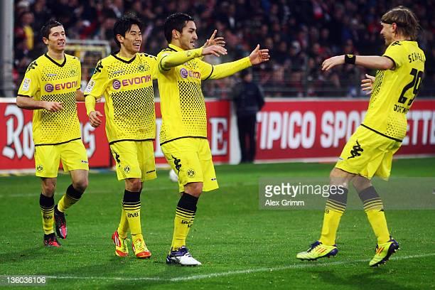 Ilkay Guendogan of Dortmund celebrates his team's second goal with team mates Robert Lewandowski Shinji Kagawa and Marcel Schmelzer during the...