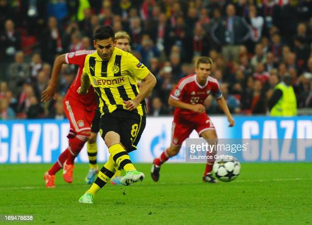 Ilkay Gundogan of Borussia Dortmund scores a goal from the penalty spot during the UEFA Champions League final match between Borussia Dortmund and FC...